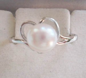 Pearl ring on silver holder - PR1095