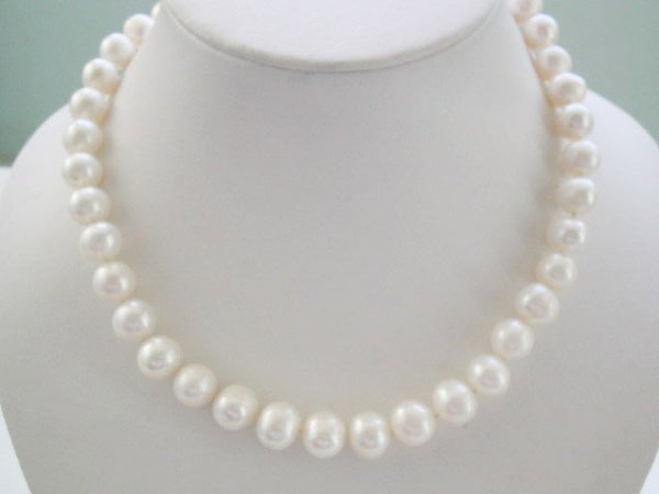 RARE 10mm graduated round white pearls Necklace