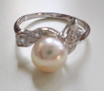Pearl ring on silver holder - PR1087