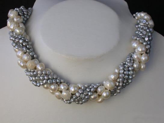 32'' 4 row white and gray freshwater pearl necklace
