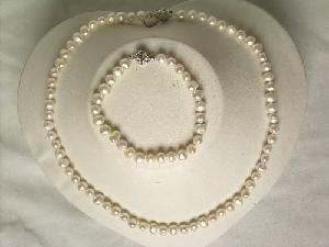"Beautiful! 17"" 5-6mm white cultured FW pearl necklace&7\"" bracel"