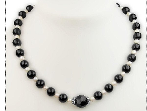 Black agate bead and white pearl necklace