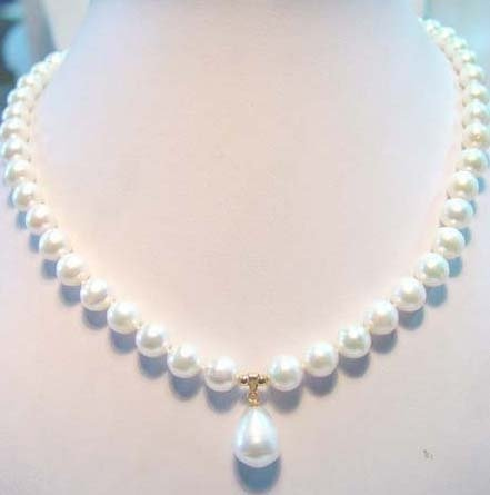 17'' 8.5mm white freshwater pearl necklace + pendant