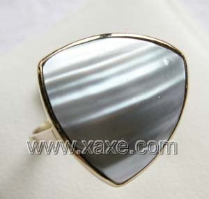 Luxurious 15mm gray triangle mabe pearl ring 14K