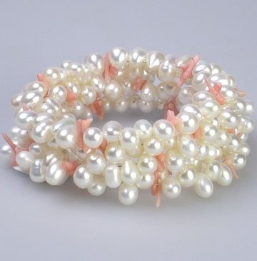 "7"" white pearl and pink coral chip bracelet"