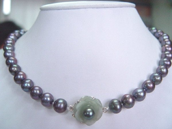 18'' 10-10.5mm fw black pearl with light green jade silver clasp