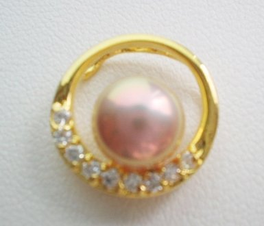 Pearl pendant on sterling silver bail - Lavender in Golden Ring