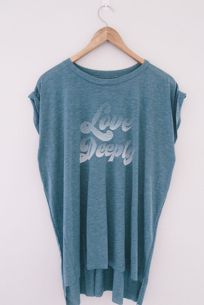 LOVE DEEPLY T-SHIRT - Teal