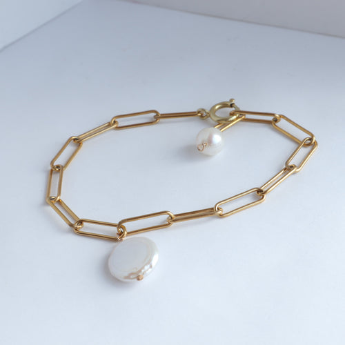 White pearls and gold handmade bracelet
