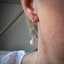 Load image into Gallery viewer, Mother of Pearl Small Hoop Earrings