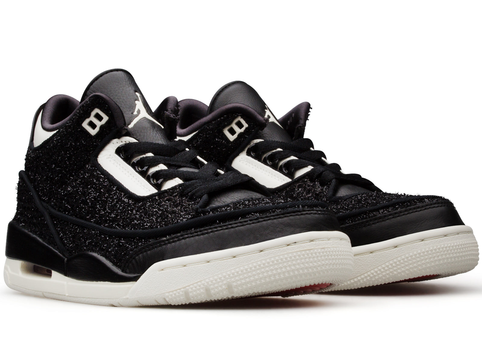 bf6ce1ad635 He took the court in 1985 wearing the original Air Jordan I