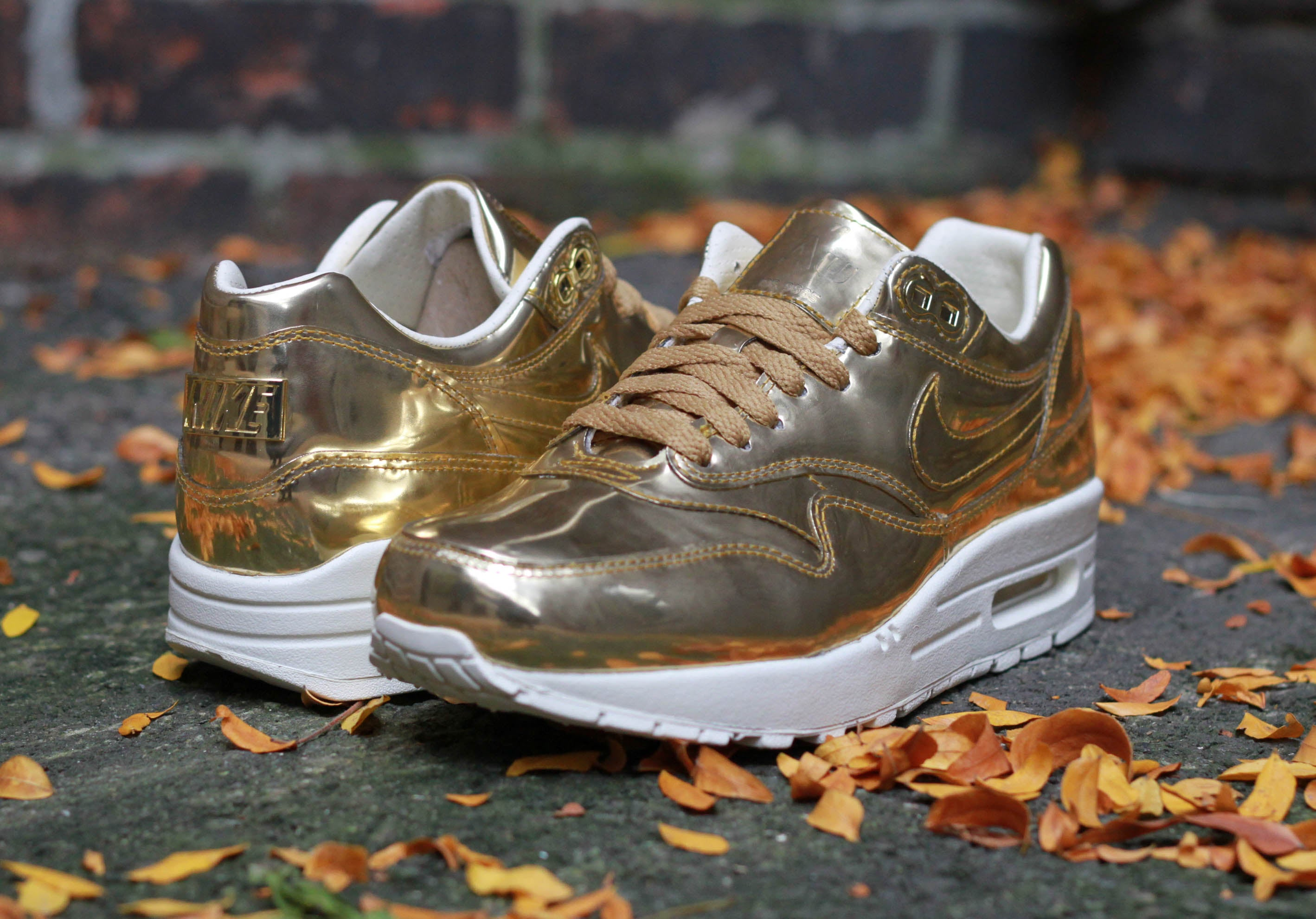 aa7794d7ed WMNS Nike Air Max 1 SP