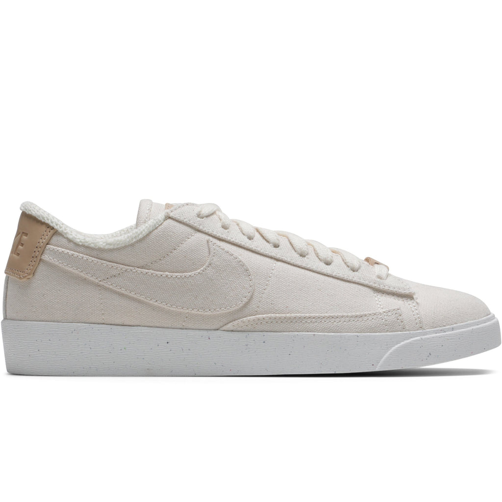 Nike WOMEN'S BLAZER LOW LX AV9371 102