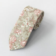 Load image into Gallery viewer, Teton Floral Tie