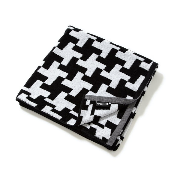 Jim Isermann Pool Towel Black/White