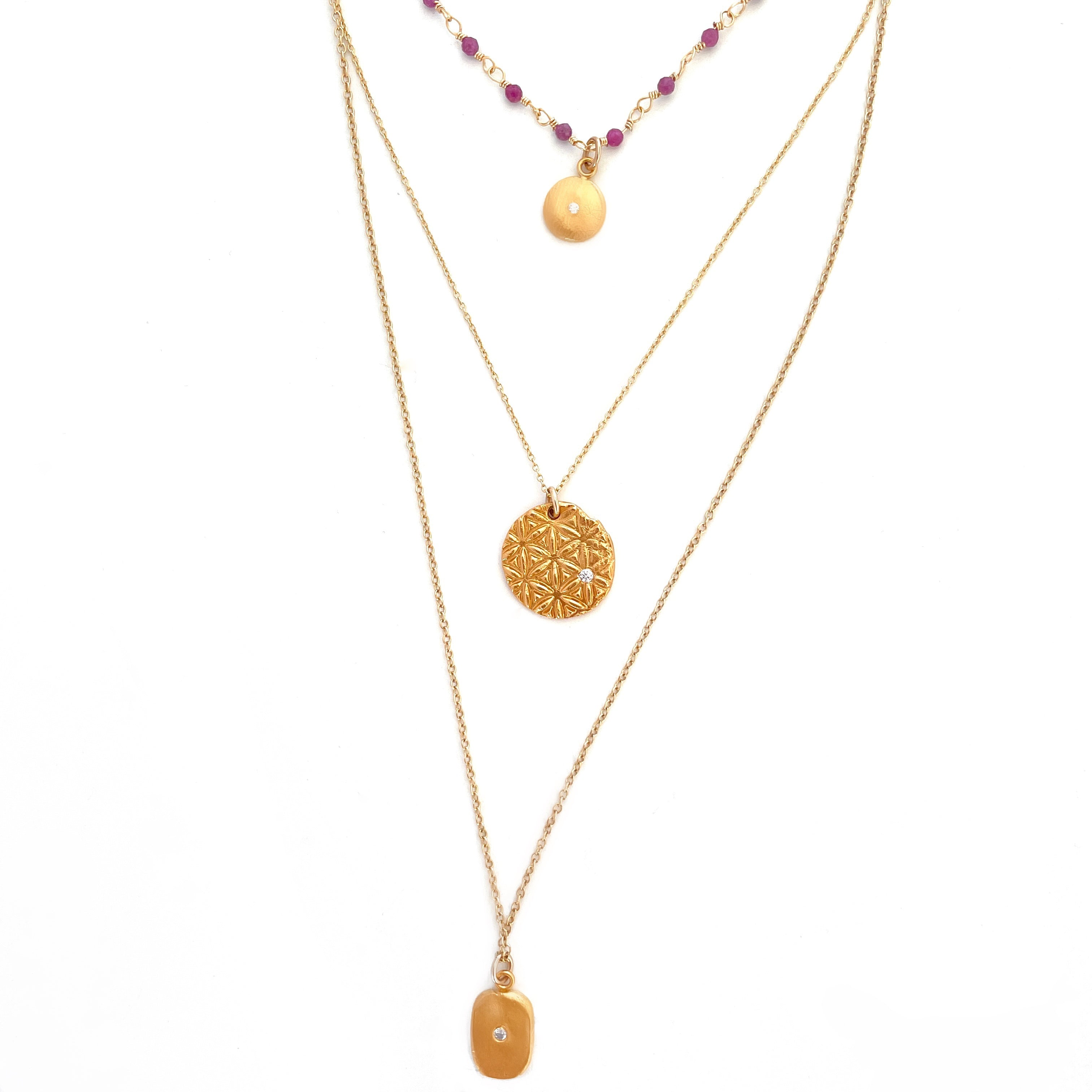 Pre-Layered Look: Three Necklaces Gold