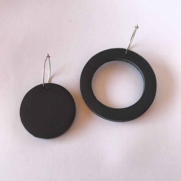Geo Mini Circle Earrings | Charcoal-SMENA