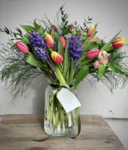 Load image into Gallery viewer, Fragrant Spring Posy Jar