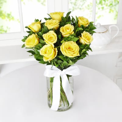 Beautiful 10 Yellow Roses in a Glass Vase
