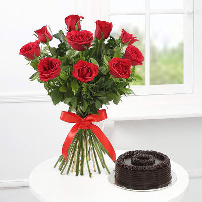 Bouquet of 10 Red Roses with Chocolate Cake (Half Kg)