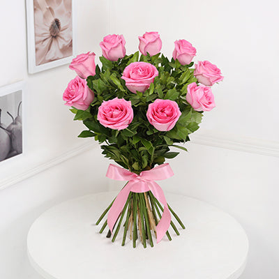 Bunch of 10 Pink Roses with Strawberry Cake (Half Kg)
