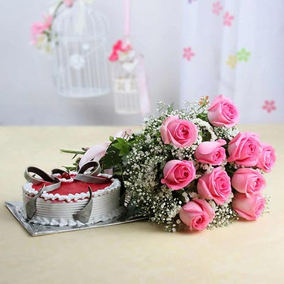 Bunch of 15 Pink Roses with Strawberry Cake (Half Kg)