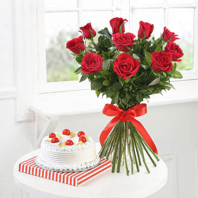 Bunch of 10 Red Roses with Pineapple Cake (Half Kg)