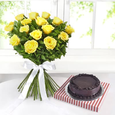 Bunch of 15 Yellow Roses with Chocolate Cake (Half Kg)