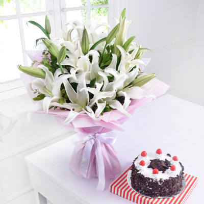 Bunch of 6 White Lilies with Black Forest Cake (Half Kg)