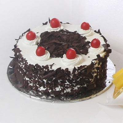 Bunch of Mix Flowers with Black Forest Cake (Half Kg)