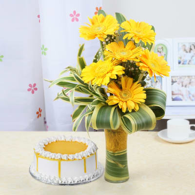Glass Vase of 6 Gerberas with Butterscotch Cake (Half Kg)