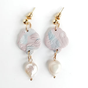 Altheda - Small Fleur de lis earring with kc gold stud and fresh water pearl - pink