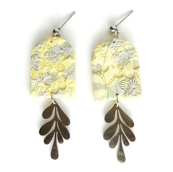 Altheda - Medium doorstep shape earring with stainless steel stud and leaf - yellow