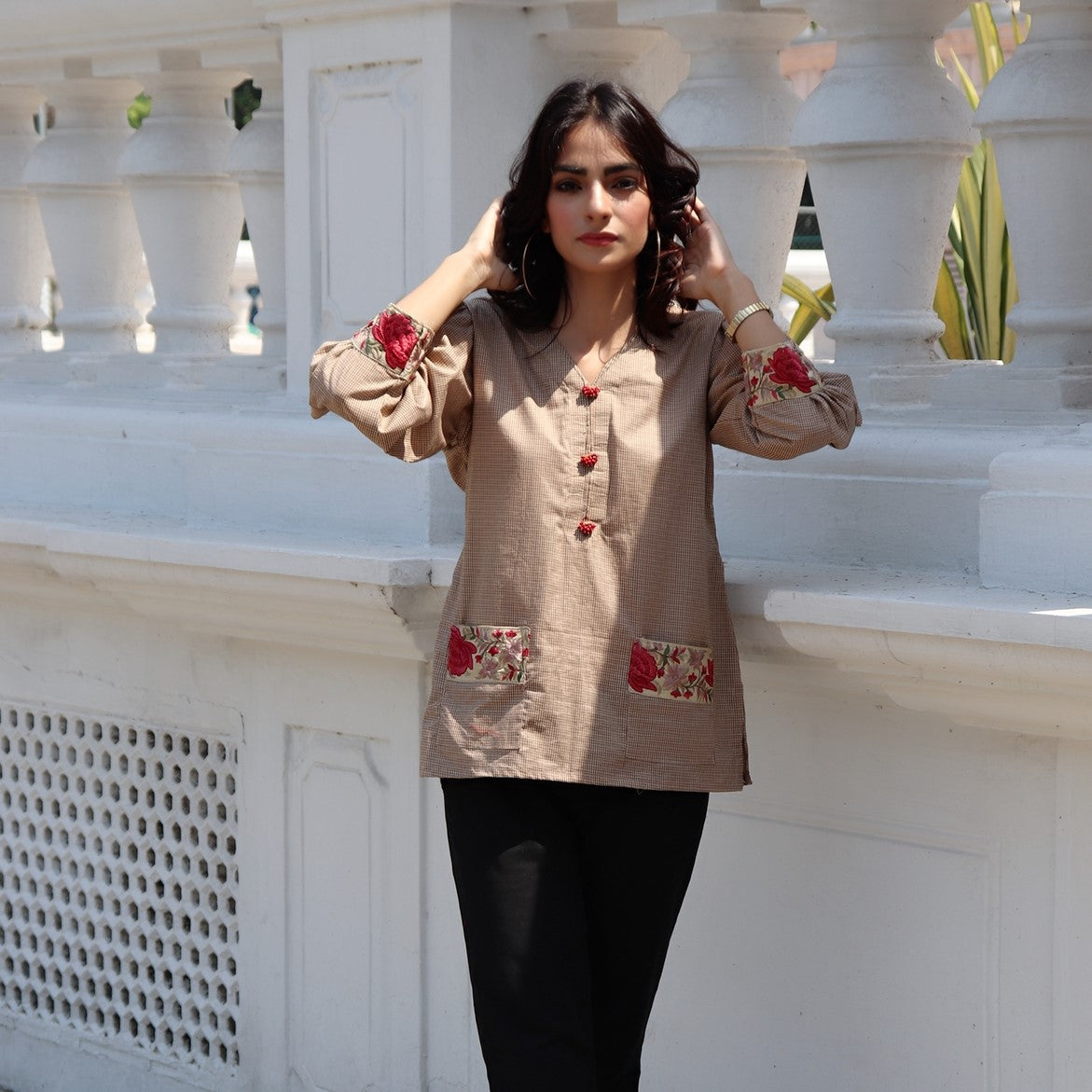HIMAD WOMEN BROWN GRAPH CHECK TOP