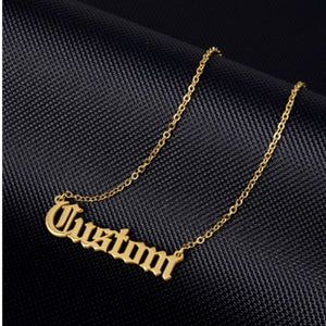 Personalisierte Namenskette 18K Gold Plated - Old English Font