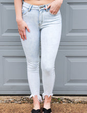 Load image into Gallery viewer, Building This Love Kancan Jeans