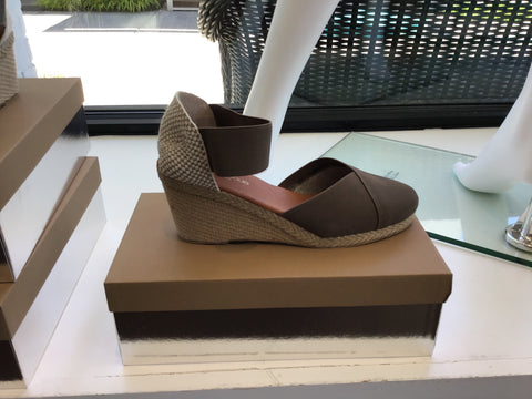 Anouka shoe in taupe by Andre assous