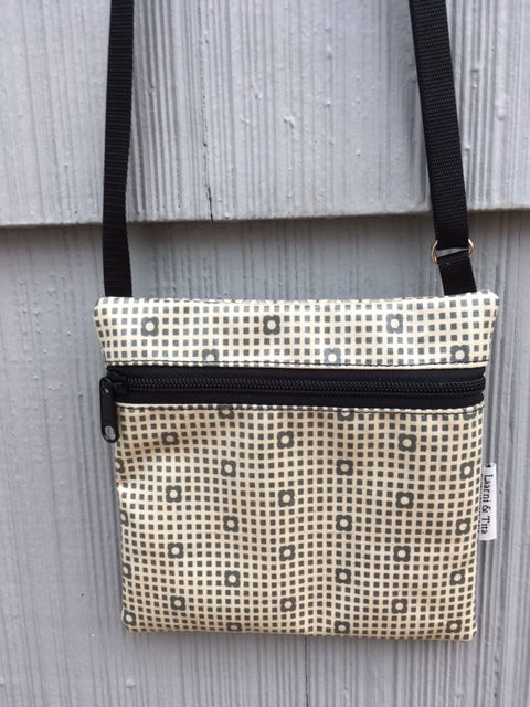 Travel Purse in Gray Flowerdrops