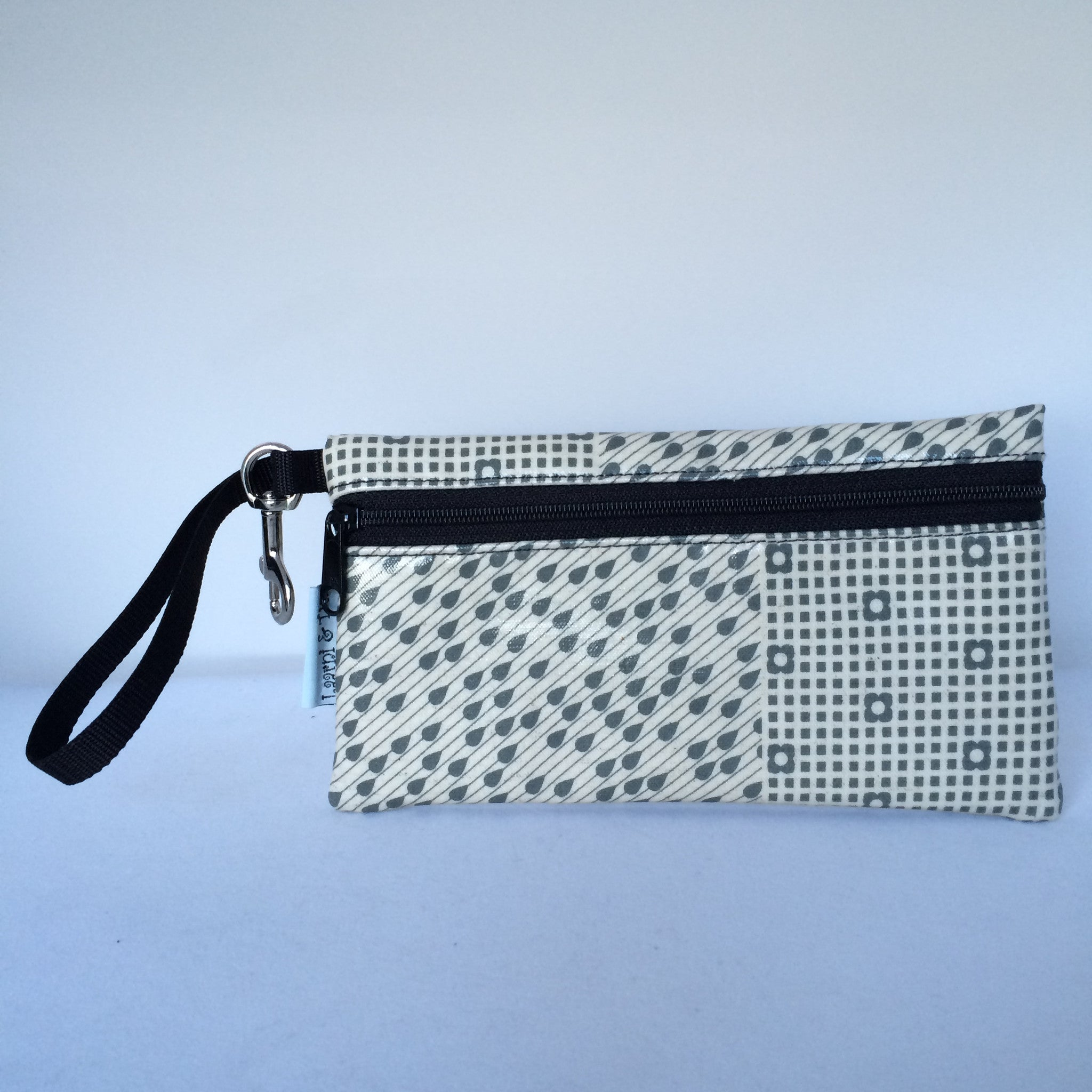 Large Wristlet in Gray Raindrops