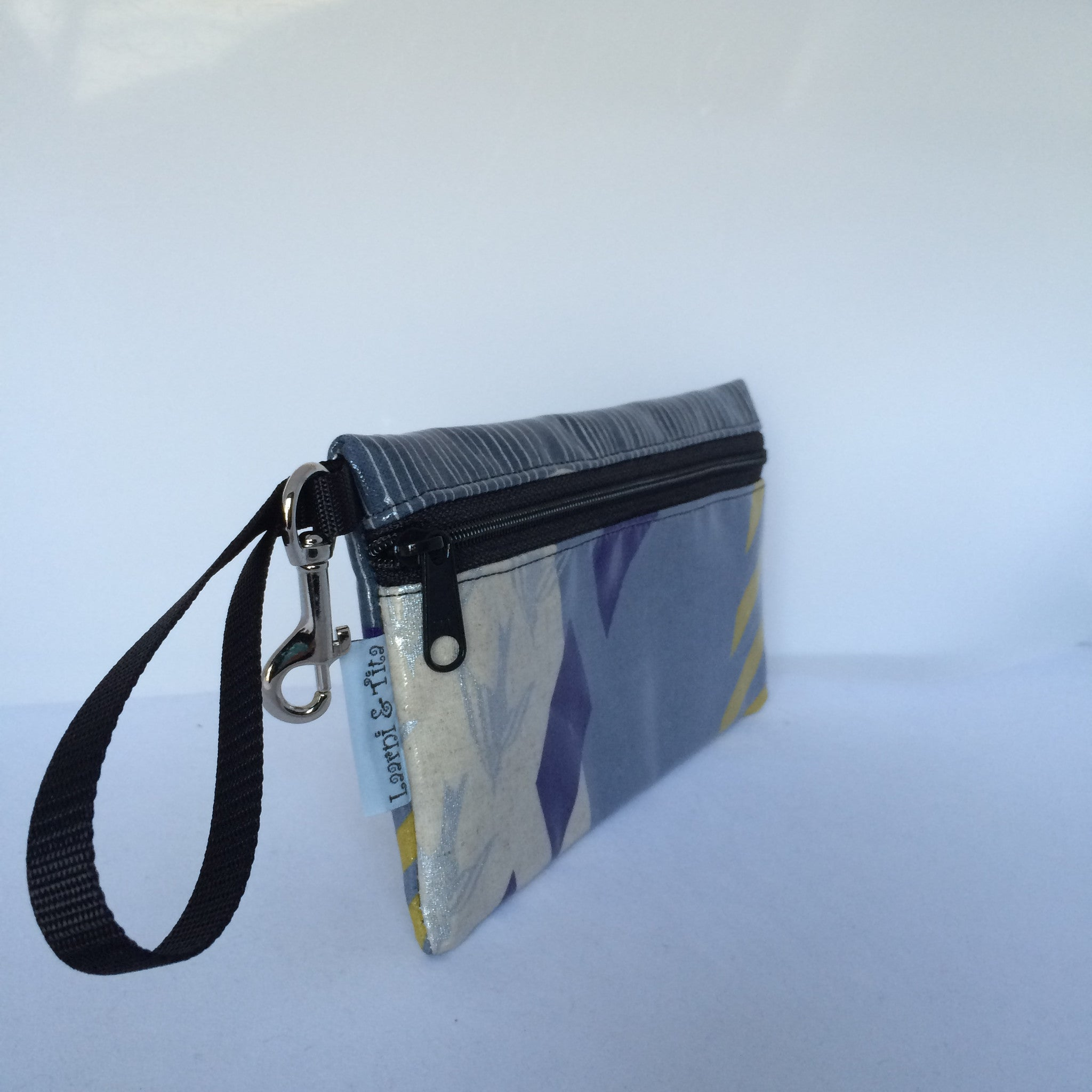 Large Wristlet in Gray Blue Mix