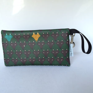 Large Wristlet in Green Fox/Wolf