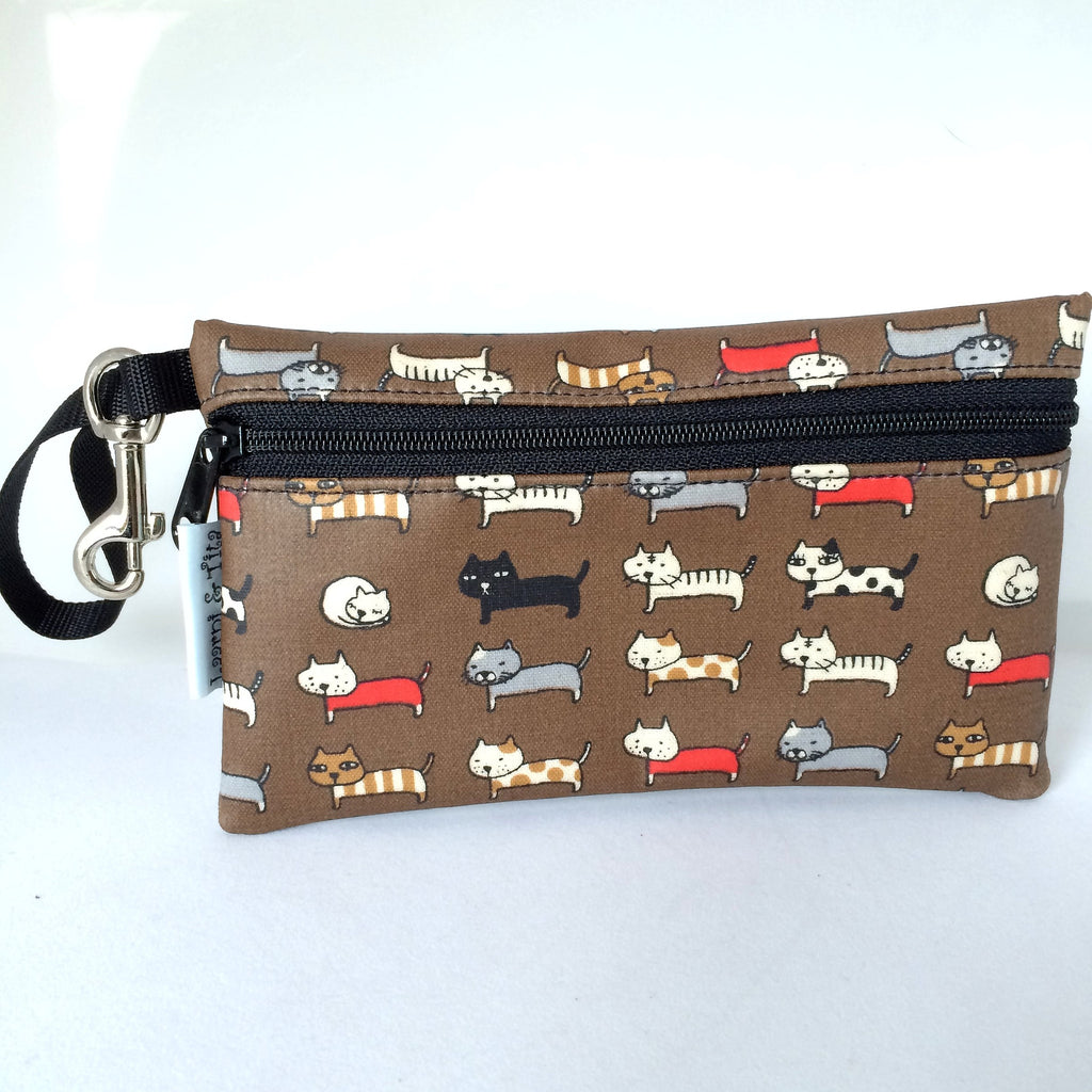 Medium Wristlet in Brown Cat