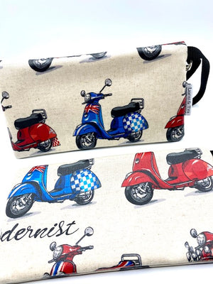 Large Wristlet in Scooter print
