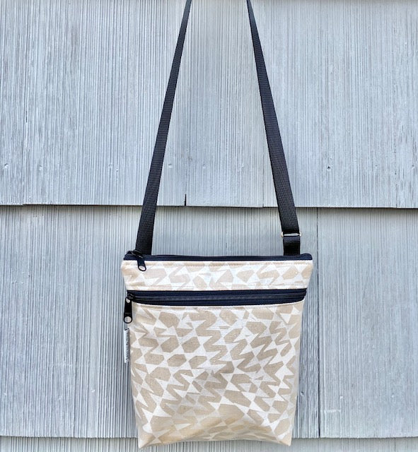 Medium Travel Purse in Silver Cream Streamers