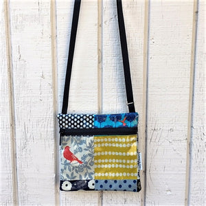 Small Travel Purse in Red Bird Patchwork