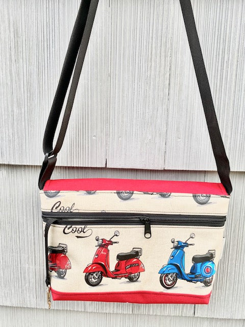 Short Messenger Bag in Scooter print
