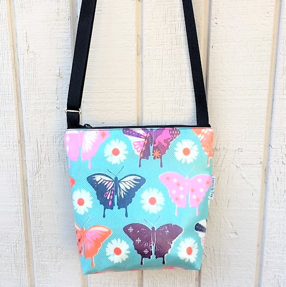 Medium Travel Purse in Butterflies print