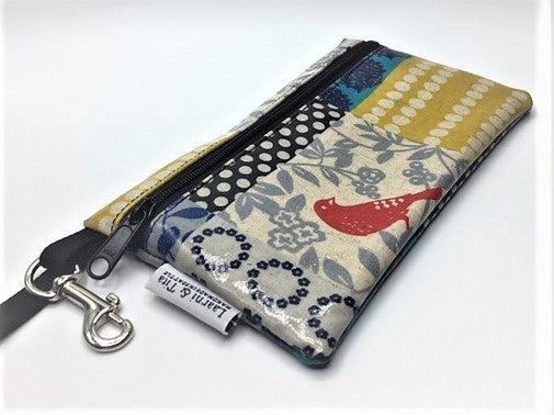 Medium Wristlet in Red Bird Patchwork