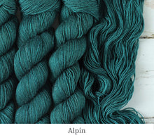 Load image into Gallery viewer, A close up of Julie Asselin Leizu DK in Alpin