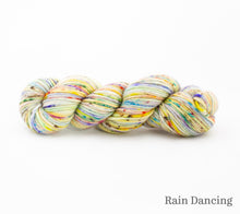Load image into Gallery viewer, A skein of Rhichard Devrieze Fynn in Rain Dancing